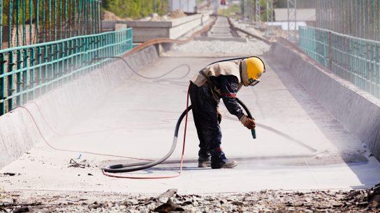Kuivajääpuhallus soveltuu myös käytettäväksi ulkona.