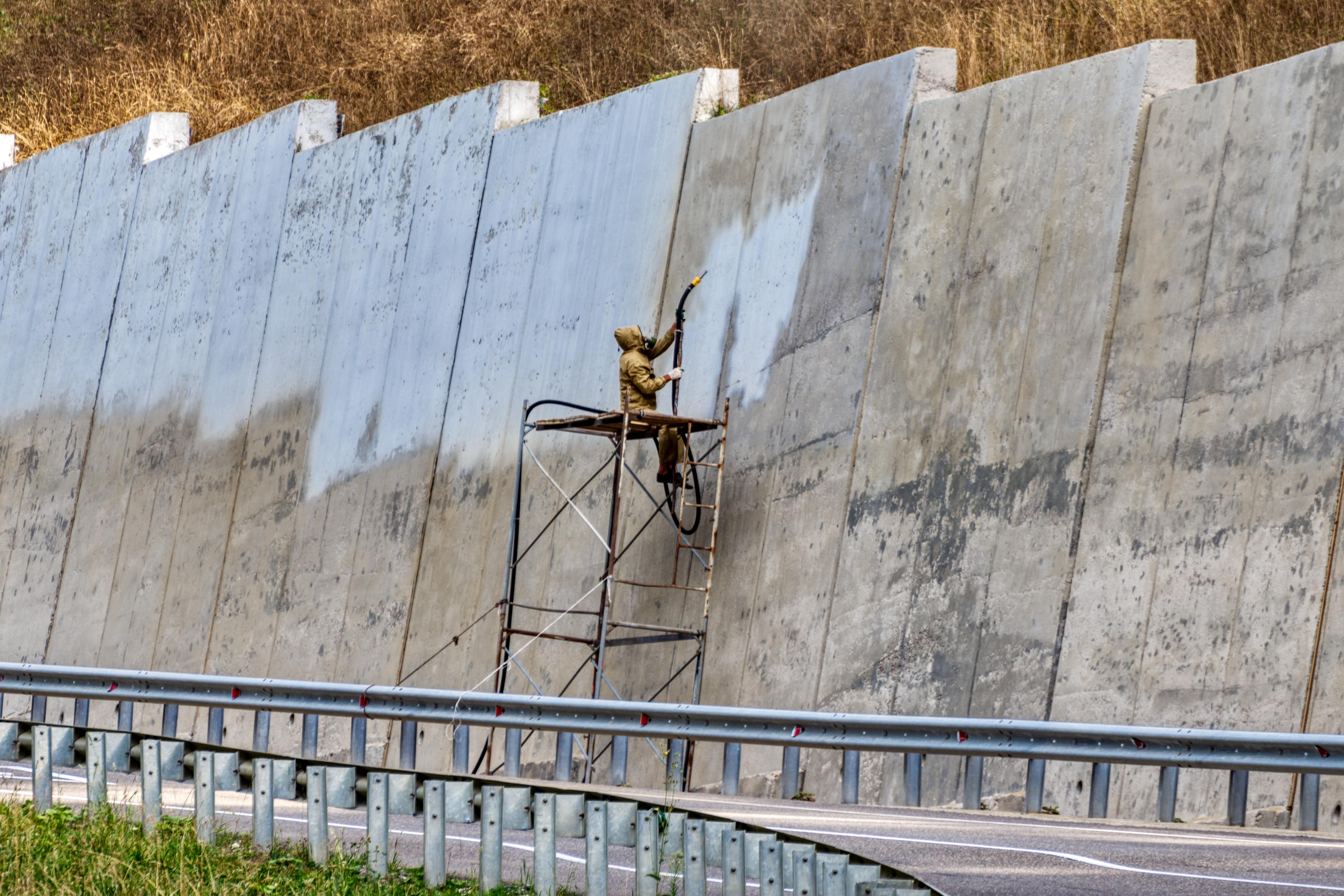 Raepuhallus soveltuu myös betonipinnoille.