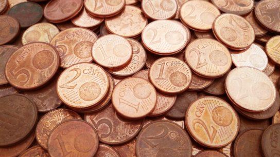 1, 2 ja 5 sentin kolikot ovat kuparoitu.