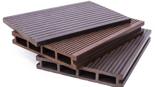 Terasseissa käytetään puu-muovikomposiitteja.