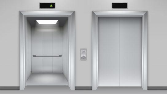 Hissien ovet avautuvat automaattisesti.