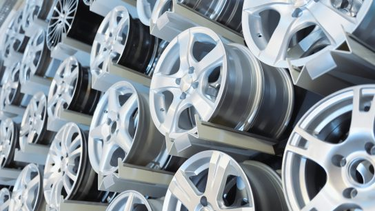 Auton vanteet voi olla alumiinista valmistettuja.